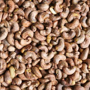 Droog geroosterde cashewnoten met vlies