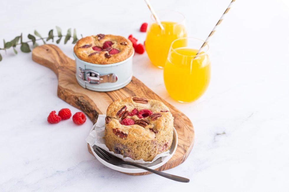 Glutenvrije ontbijttaartjes met frambozen en pecannoten