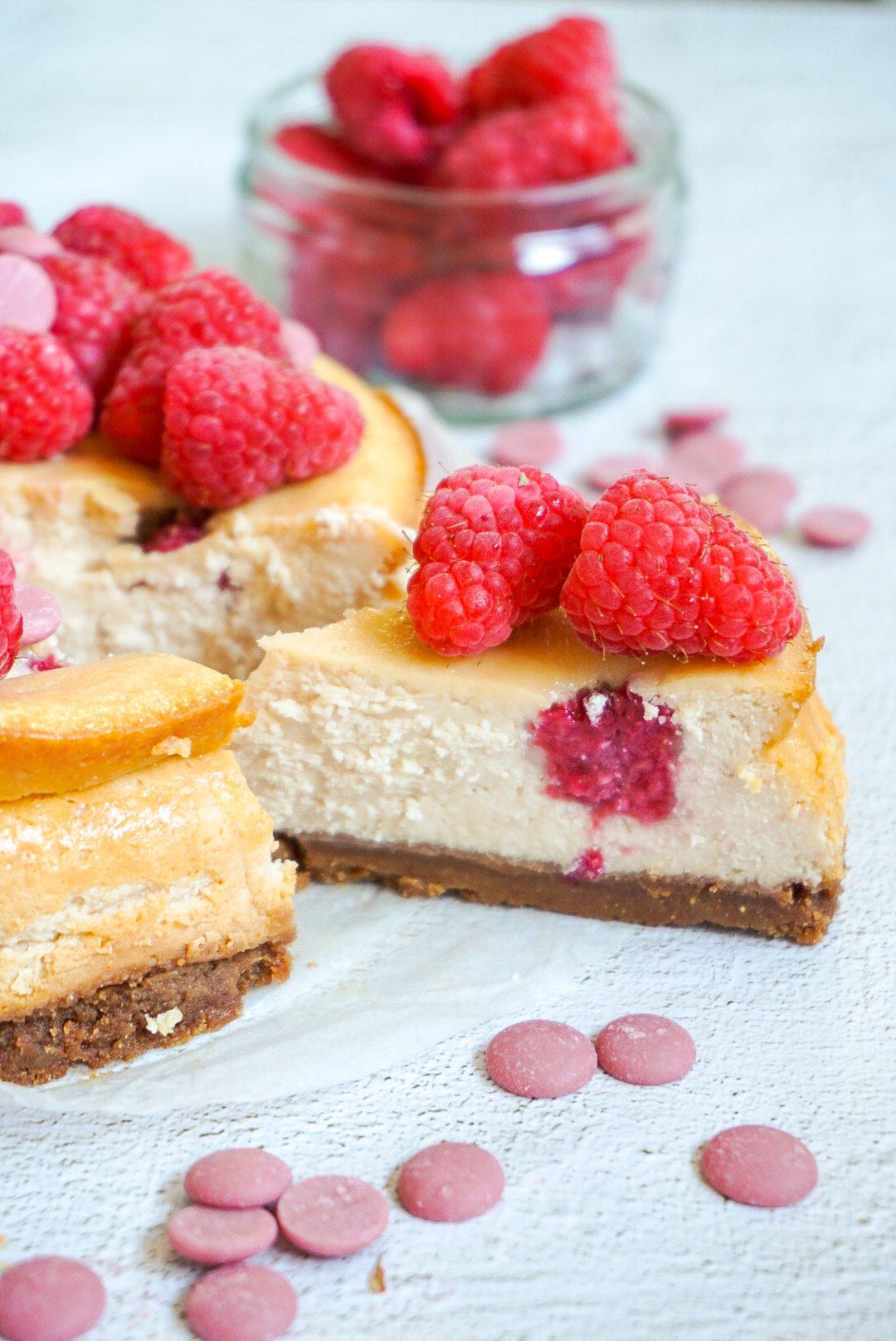 Cheesecake met frambozen en ruby chocolade