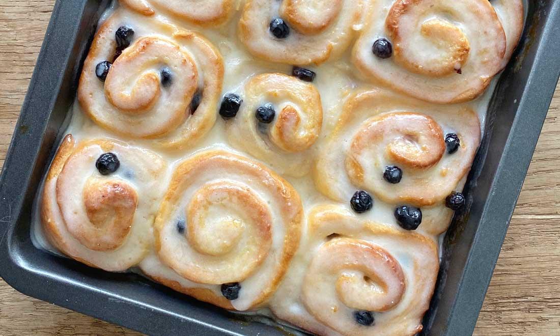 Lemon blueberry rolls met roomkaas glazuur