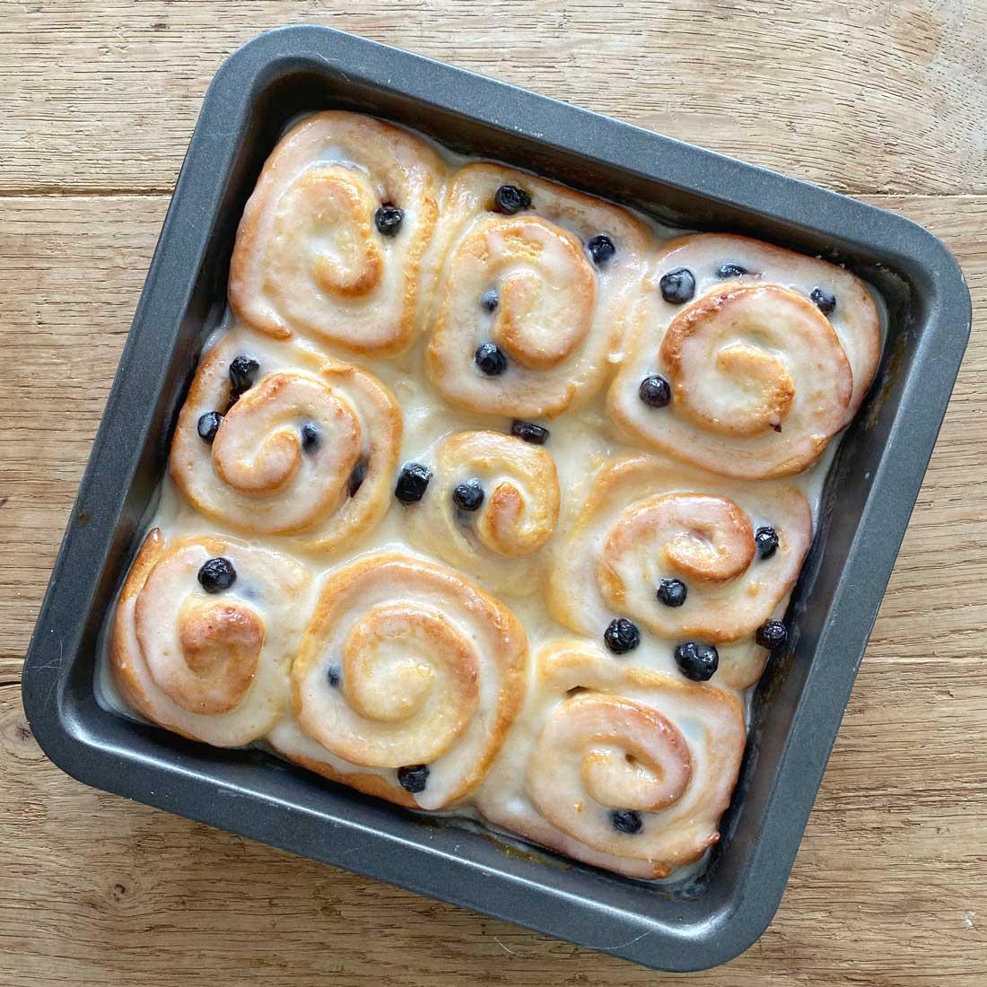 Lemon-blueberry-rolls-vierkant