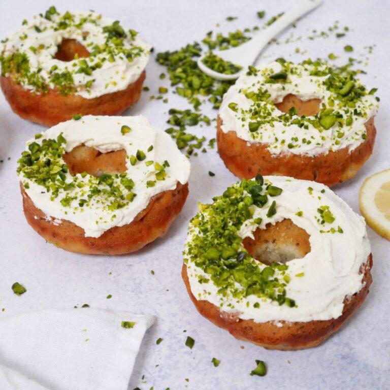 Citroen-ricotta donuts met pistache