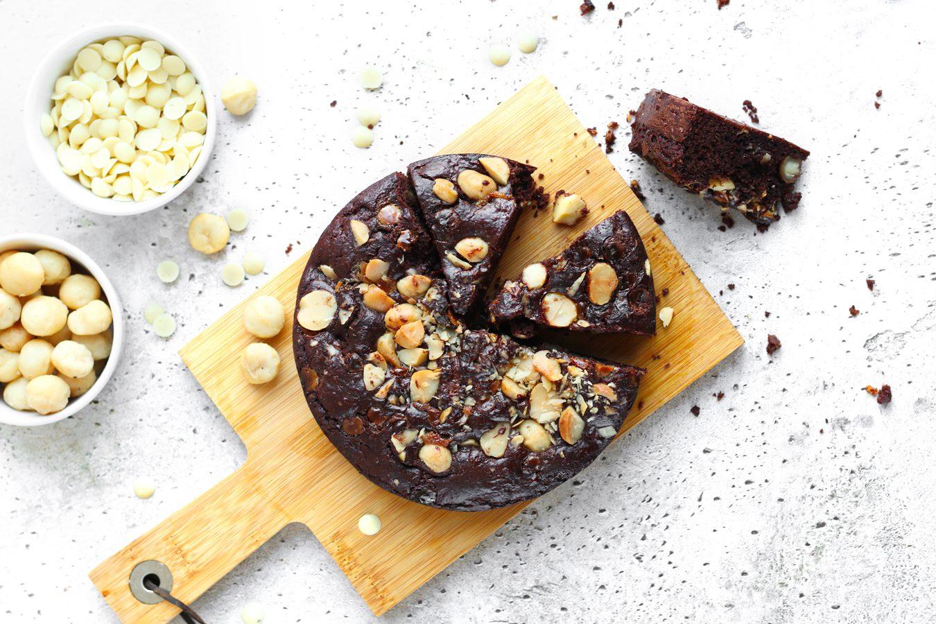 Koolhydraatarme Brownie met macadamia en witte chocolade