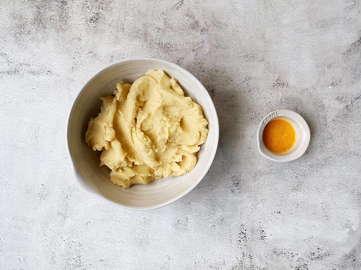 Ingrediënten voor de boterkoek gemengd