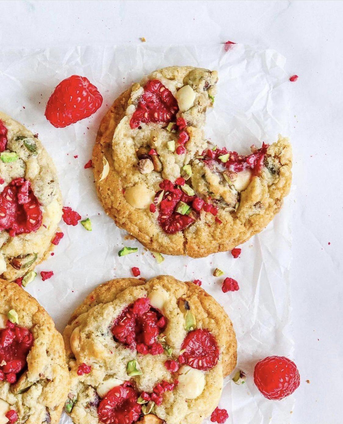 Frambozen, pistache en witte chocolade koekjes