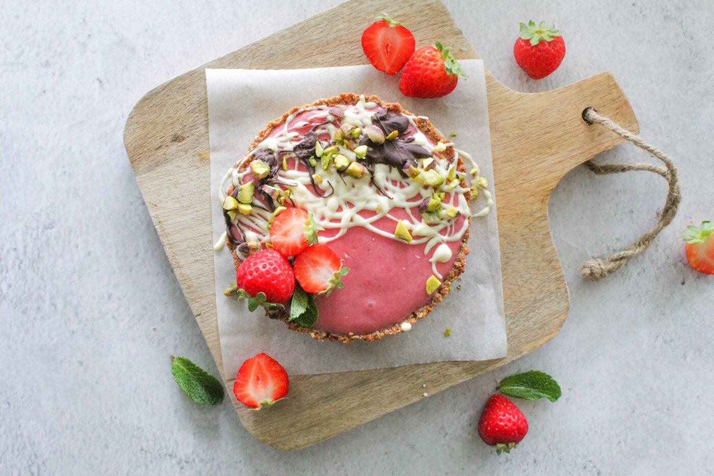 Glutenvrije kwarktaart met vanillesmaak en vers fruit